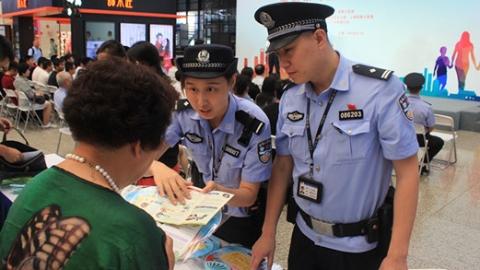 严密站车查缉防线  斩断毒品运输通道 沪铁警一年来查获涉毒案件89起