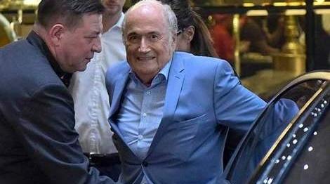 """国际足联前主席布拉特现身世界杯""""我还活着"""""""