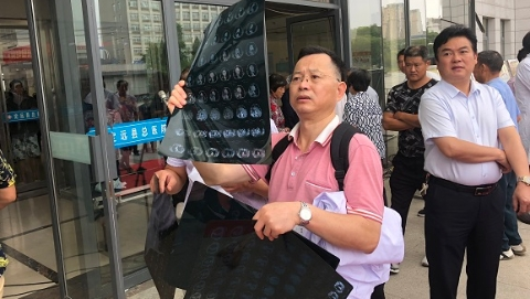 """还没进大门,就被病人""""拦截""""!安徽定远盼来了上海医疗专家"""