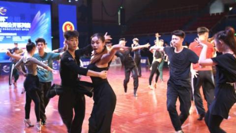 """""""锦鲲杯""""2018年中国体育舞蹈公开赛上海站昨晚落幕"""