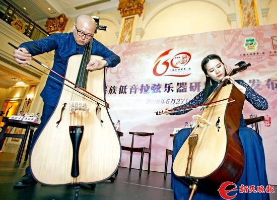 上海民族乐团陆斌和江珊在演奏倍瓷琴和大瓷琴-郭新洋.jpg