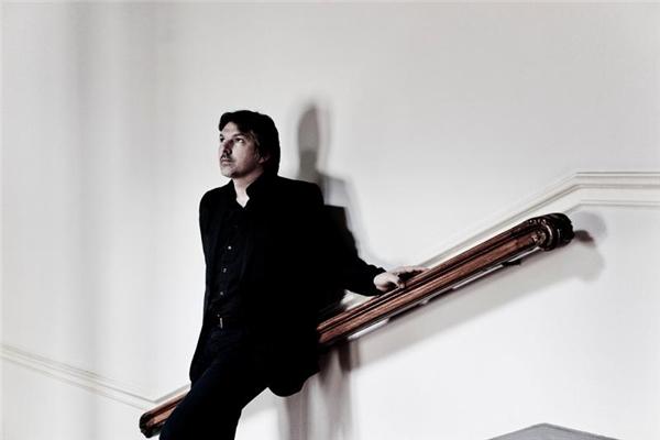 本季驻团艺术家、著名男中音歌唱家托马斯·鲍尔.jpg