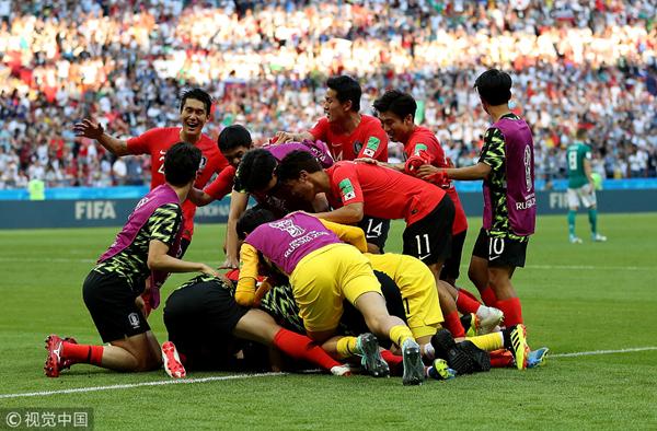 韩国队庆祝.jpg