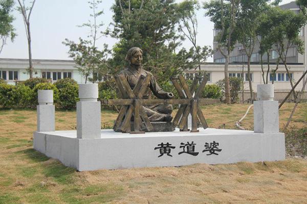 黄道婆雕塑.jpg