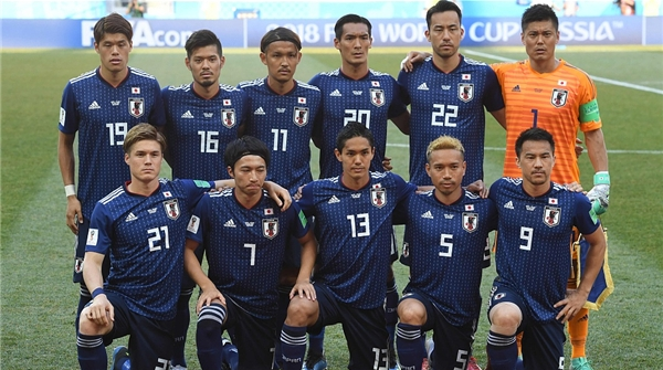 日本队晋级世界杯十六强,值得国足拿来借鉴和警惕的是……