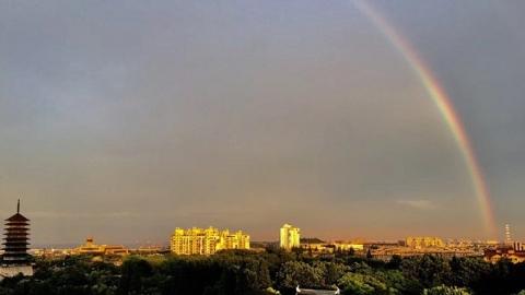 昨日雨后奇观:天宫现彩桥,住房成金殿