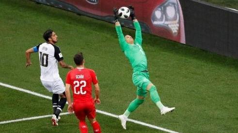 """是球星也是""""笑星""""!盘点俄罗斯世界杯赛场搞笑瞬间"""