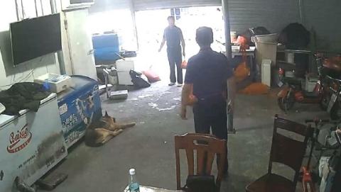 小偷冒充老板与顾客谈生意  3小时后被民警抓获