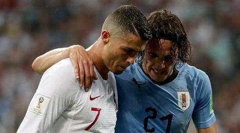 暖心一刻:葡萄牙C罗搀扶受伤的乌拉圭前锋卡瓦尼