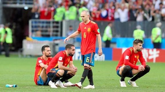 1137脚传球把自己传出局,西班牙还要继续沉迷传统打法吗?
