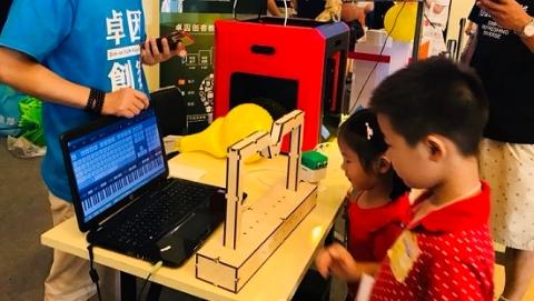 为何今天上海家长冒雨带孩子去展览中心玩?亲子奇妙日来了!