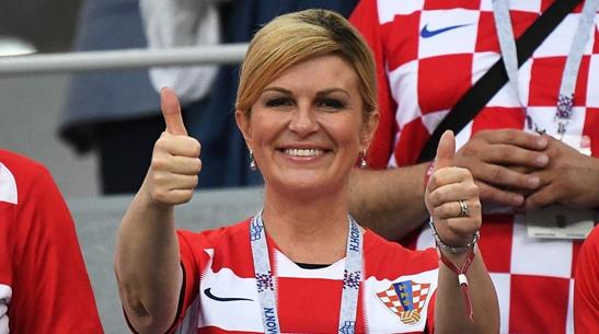 克罗地亚女总统现场抢镜 她给球队带来好运