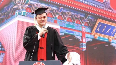 3000余上海交大本科生毕业 姚明7年求学穿上学士服