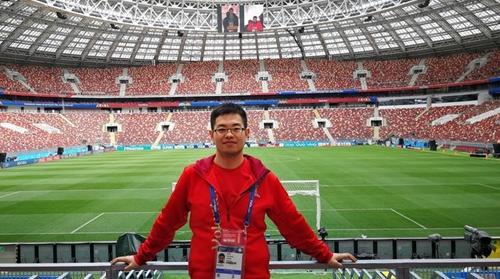 期待为中国队举旗 特派记者专访俄罗斯世界杯首位中国旗手