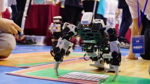 这些未来机器人有点萌!上海市高中阶段学生机器人大赛决赛落幕