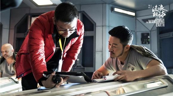 这部中国自己的科幻电影,让吴京光看剧本就被感动到哭……