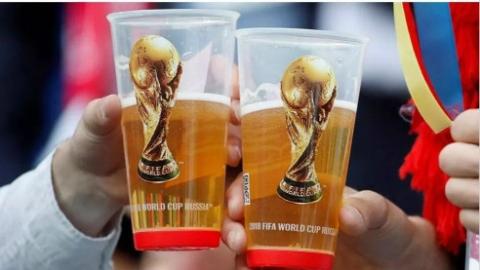 俄罗斯球迷世界杯嗨翻天 政府却在禁酒路上孜孜不倦