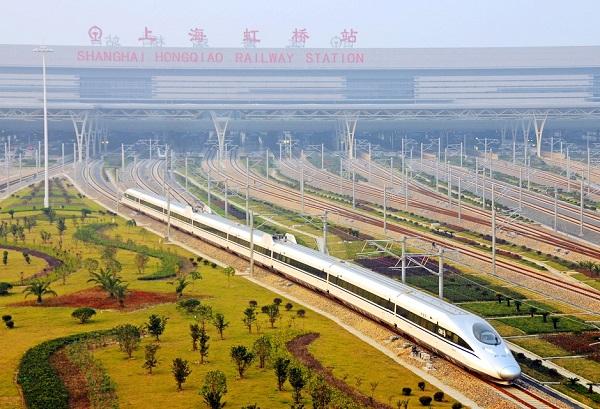 一列动车组列车从上海虹桥站开出 中国铁路上海局集团有限公司供图.jpg