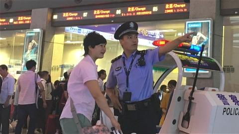 多趟列车因台风停运 沪铁警全面进入应急状态 千名民警坚守岗位