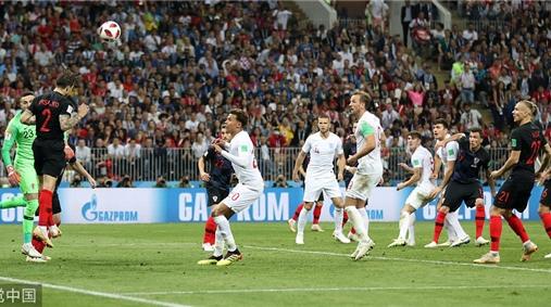 """温网""""输""""给了世界杯……在剑桥和英国球迷一起看球是什么体验?"""