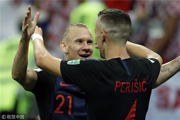 佩里西奇和维达庆祝进球.jpg
