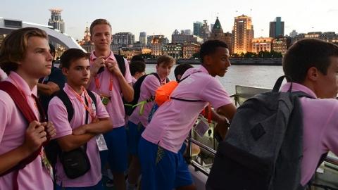 休战一天领略上海风光 国际青少年校园足球邀请赛明晚举行决赛