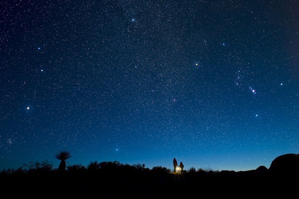 图说:夏日夜晚,让我们仰望星空 来源/视觉中国图片