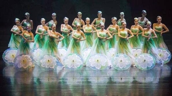 中国东方歌舞团晚会《花开东方》:一头连接回忆,一头通向未来