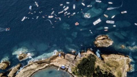葡萄牙亚速尔群岛悬崖跳水比赛本周拉开帷幕