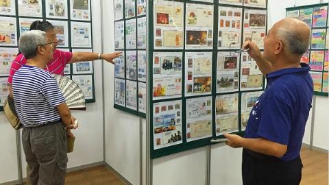彭浦新村社区居民举办纪念改革开放40周年收藏展