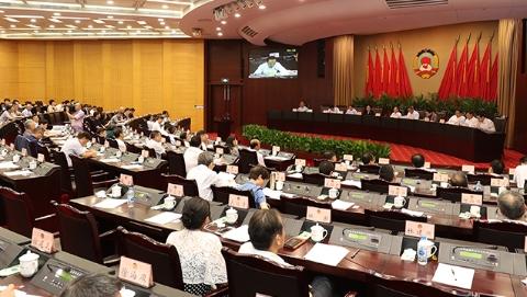 上海市政协举行常委会议 聚焦提升风险防控能力协商议政