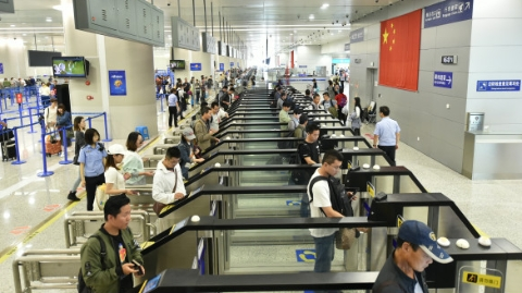 上海口岸暑期出入境人数再创新高