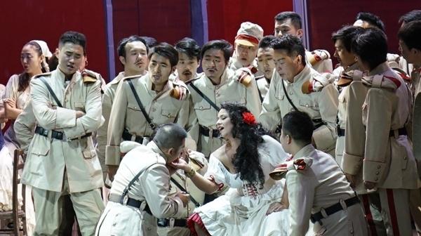 五星红旗、中国结、《卡门》……上海歌剧院让波罗的海也沉醉了