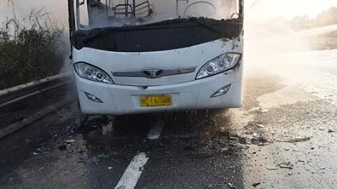 一大巴车自燃 所幸无人员伤亡
