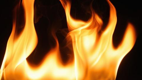长白三村一居民家突发火灾 幸无人伤亡