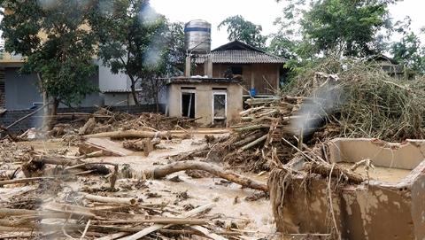 """台风""""山神""""席卷越南 引发暴洪致死19人"""