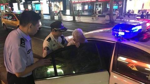 台风前夜八旬阿尔茨海默症老人迷路  轨交民警开车送回家人身旁