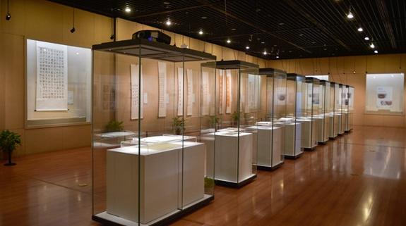 这个展览呈现了章太炎的一生,鲁迅去世前10天仍在为他作文