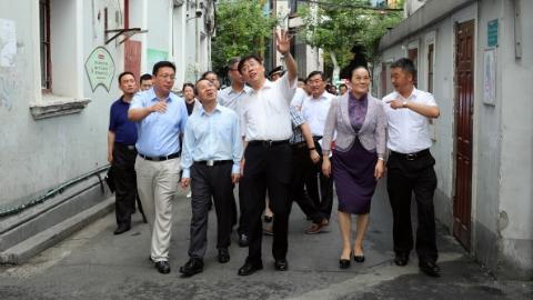 """上海市政协""""老城厢历史风貌保护与旧区改造对策研究""""课题组赴黄浦实地调研"""