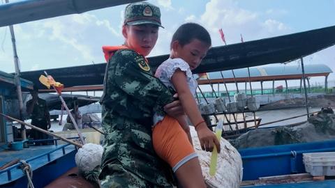 """迎战台风""""云雀""""  上海边防:累计转移加固船只117艘"""
