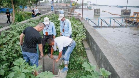 """防御台风""""云雀"""" 松江区处置短时积水,转移各类人员12749名"""