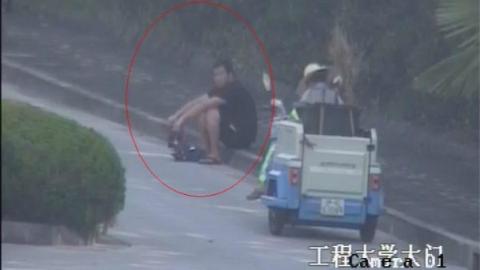 后视镜里看见路边可疑身影 松江民警上班途中顺便抓了一个贼