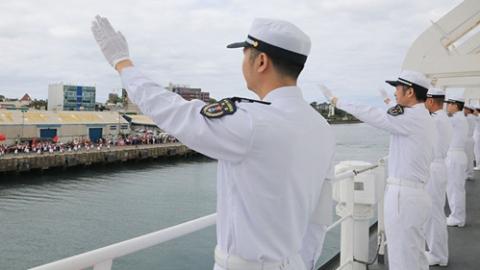 中国海军和平方舟圆满完成斐济访问任务  前往汤加访问