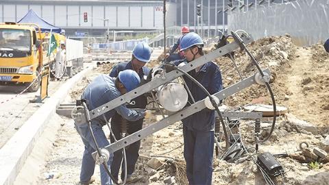 今日焦点 | 身穿各色工作服的劳动者是上海最美风景:致敬!进口博览会区域的施工者