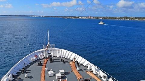中国海军和平方舟医院船抵达汤加访问并开展医疗服务
