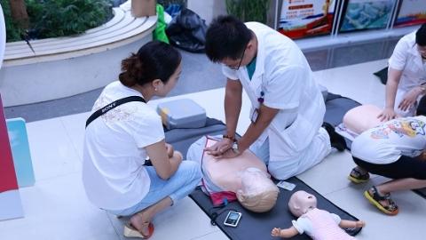 沪青年医学科普成果展举行,做科普功效不亚于治疗