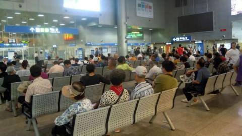占领公共场所!韩国老人避暑的那些事儿