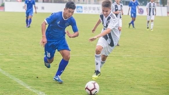 七国足球少年逐鹿申城 首届青少年国际足球挑战杯康桥开战