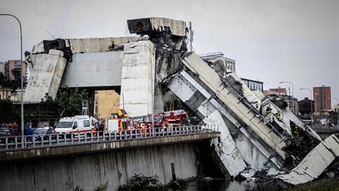 意大利大桥暴雨中垮塌至少22人遇难   政府公布原因:维护不足