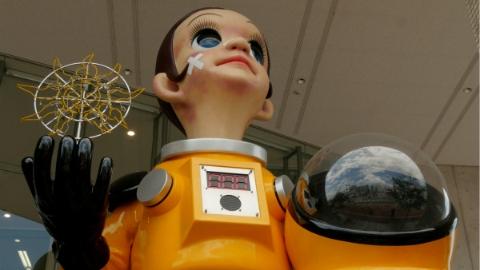 福岛穿辐射服儿童雕像遭批:恐令城市形象受损